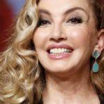 Milly Carlucci (tanto presente sui social) fa una gaffe a Sabato Italiano (VIDEO)