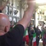 25 Aprile, la provocazione nefascista: saluti romani e camice nere al cimitero di Varese