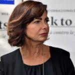 """""""Tagliamo la gola a Saviano e Boldrini"""", lei lo querela"""