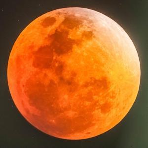 Oggi eclissi parziale Sole ma il 27 esplode la Luna Rossa