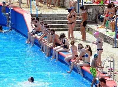 120 mln ingressi in piscina per 'under 18' l'anno, le insidie da evitare