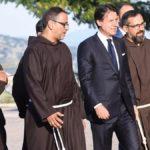 """Il premier Conte difende Casalino: """"Mi fido di lui"""".  Poi la veglia di preghiera per Padre Pio"""