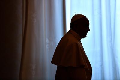 Pedofilia, Papa Francesco 'spreta' due vescovi