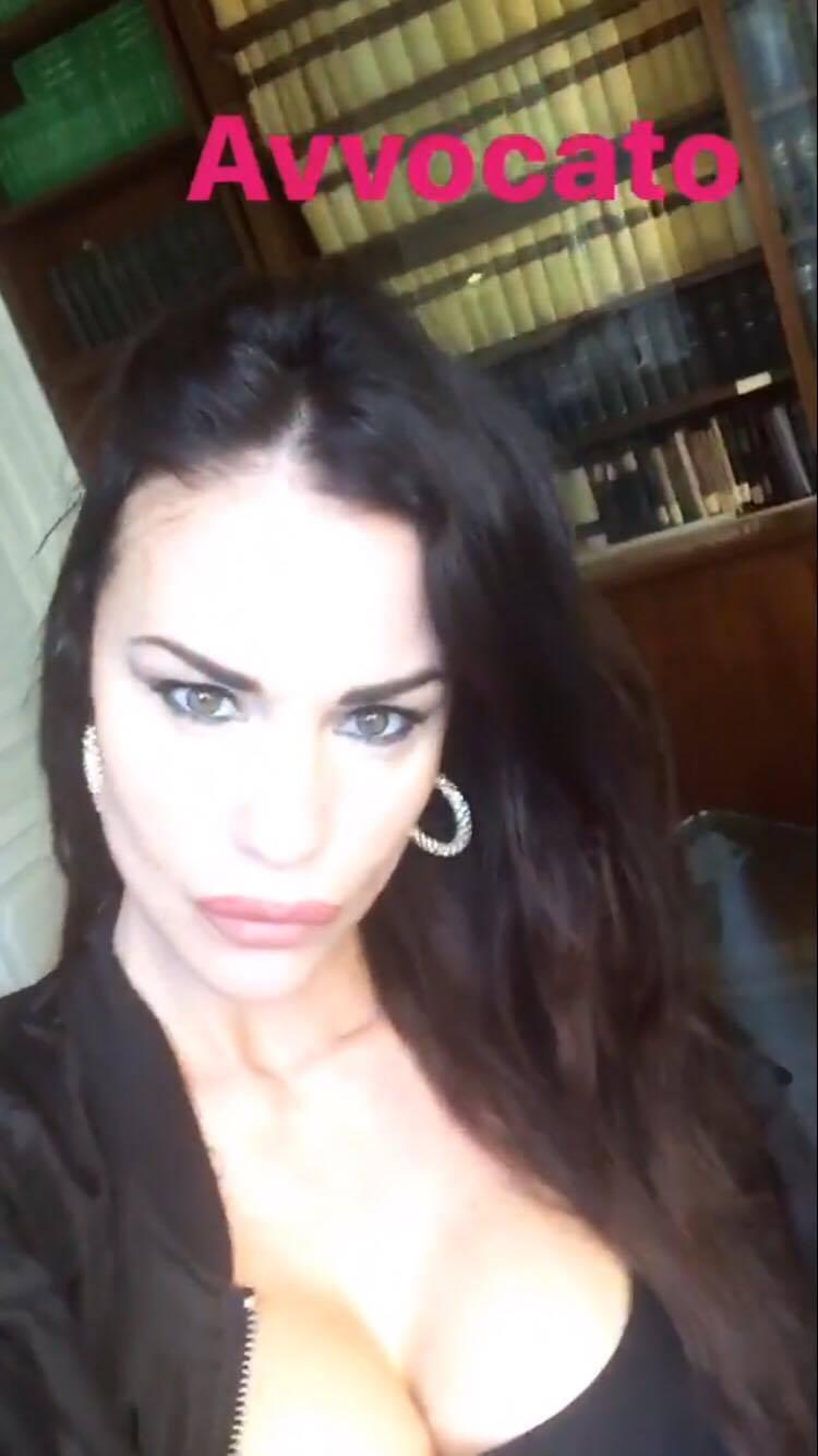 Antonella Mosetti Avvocato Selfie