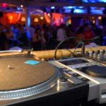Rissa in discoteca nel Comasco: 2 ragazzi accoltellati, uno è grave