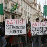 Ordine d'arresto per Battisti, i social esultano