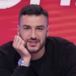 Lorenzo Riccardi fa un appello a Maria De Filippi (VIDEO)