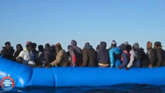 Gdf nega via radio ingresso in acque territoriali: mare forza 7, nave Jonio prosegue verso Lampedusa
