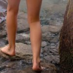 A piedi nudi nel bosco: la park therapy che allontana lo stress