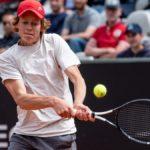 Tennis, Sinner fa la doppia impresa: è in semifinale ad Anversa, entra nei primi 100 al mondo