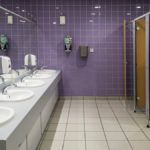 Una persona su quattro non si lava le mani dopo aver usato il bagno dell'ufficio