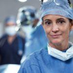 Sale operatorie sempre più rosa, le ragazze scelgono la chirurgia