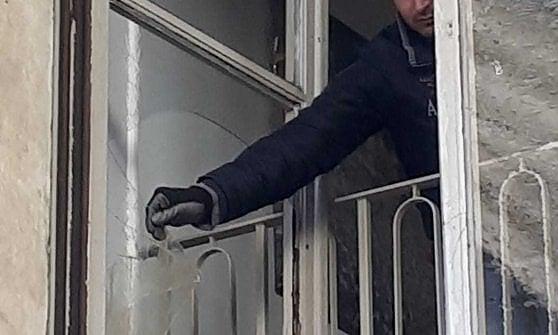 Torino, gli antagonisti occupano il Rettorato dell'università: lancio di uova, una finestra in frantumi
