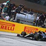F1, Gp Stiria: dominio Hamilton e doppietta Mercedes, Disastro Ferrari, contatto al via Leclerc-Vettel e fuori entrambi