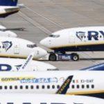 """Ryanair, la denuncia di una passeggera: """"L'aereo era mezzo vuoto, eppure ci hanno messo tutti assembrati"""""""