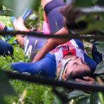 Ciclismo, Mondiali: paura per Chloe Dyger, sbanda in curva e finisce in un fossato