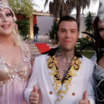 """Fedez, le drag queen apparse nel video 'Mille' scrivono al cantante: """"Un incubo, devi sapere cosa è successo in tua assenza"""""""